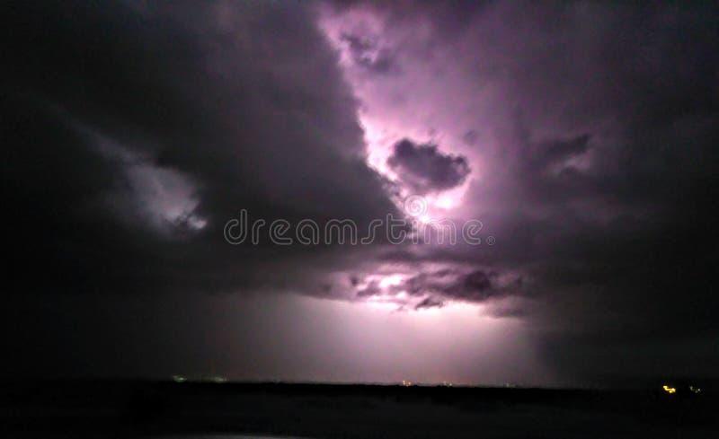 Пустыня шторма молнии высокая стоковые изображения rf