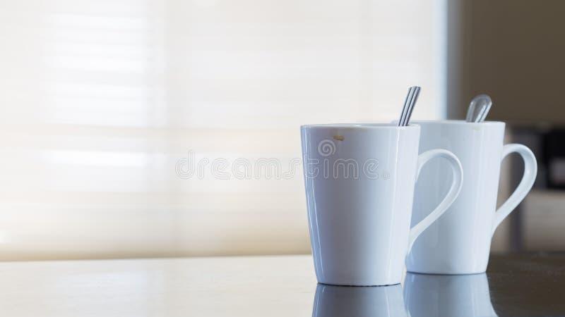 2 пустых кофейной чашки после питья стоковое фото rf