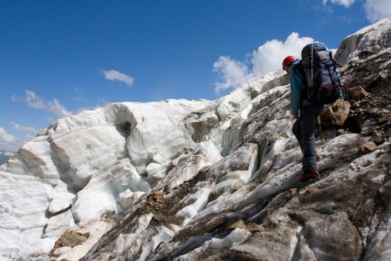 путешественник горы caucasus весьма стоковое фото rf