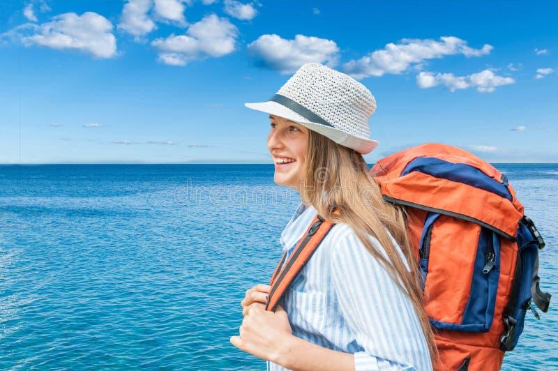 Путешественник молодой женщины стоковое фото rf