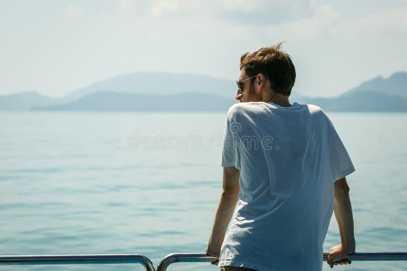 Путешественник на борту корабль стоковое фото rf