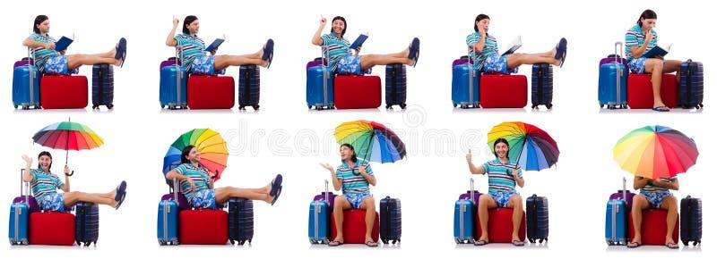 Путешественник с красным случаем и зонтик изолированный на белизне стоковая фотография
