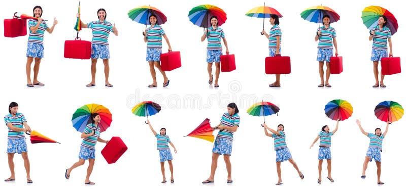Путешественник с красным случаем и зонтик изолированный на белизне стоковая фотография rf
