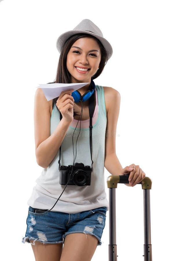 Путешественник с самолетом бумаги стоковая фотография rf