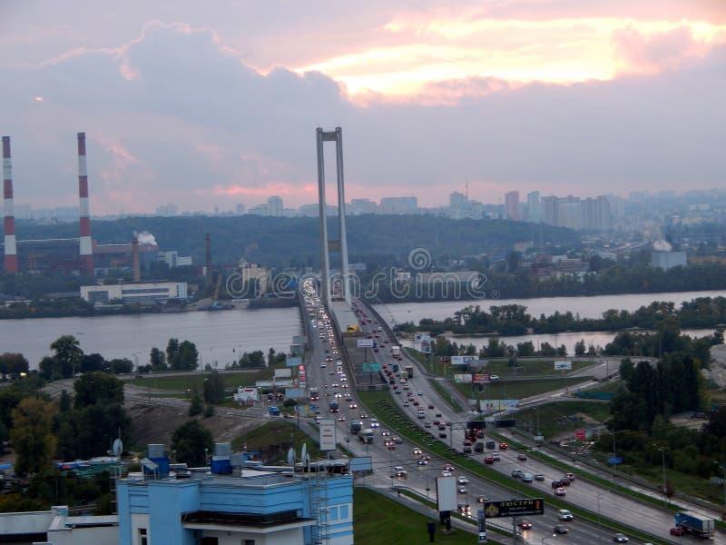 путешествие города взгляда Киева моста над рекой Dnieper стоковое изображение