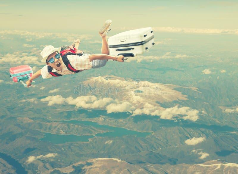 Путешествовать при принадлежа багаж плавая средний воздух над туристом d стоковое фото rf