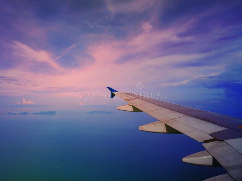 Путешествов paln воздуха с солнечным светом стоковая фотография rf