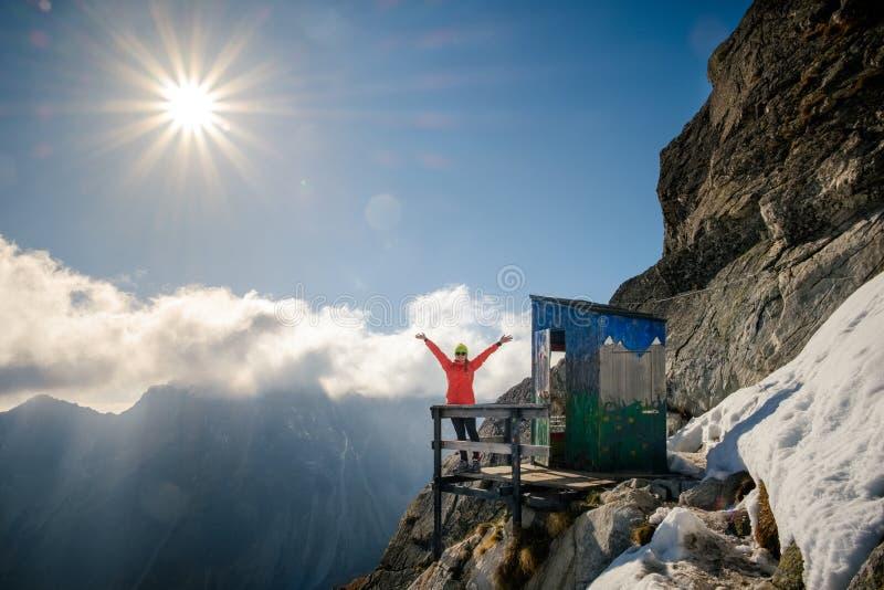 Путешествуйте к уникально туалету горы в высоком Tatras, Словакии стоковое фото