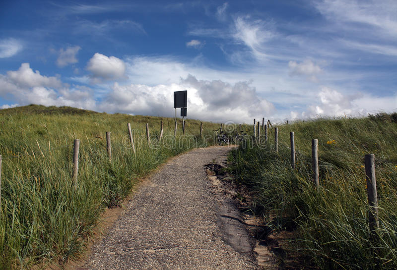Путь асфальта к морю стоковое изображение rf