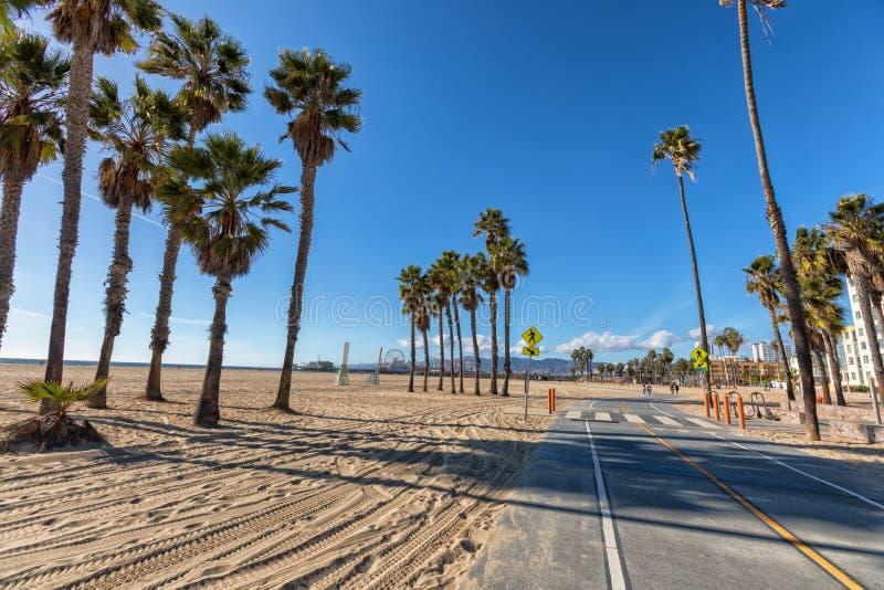 Путь велосипеда Санта-Моника на пляже пляжа стоковые изображения rf