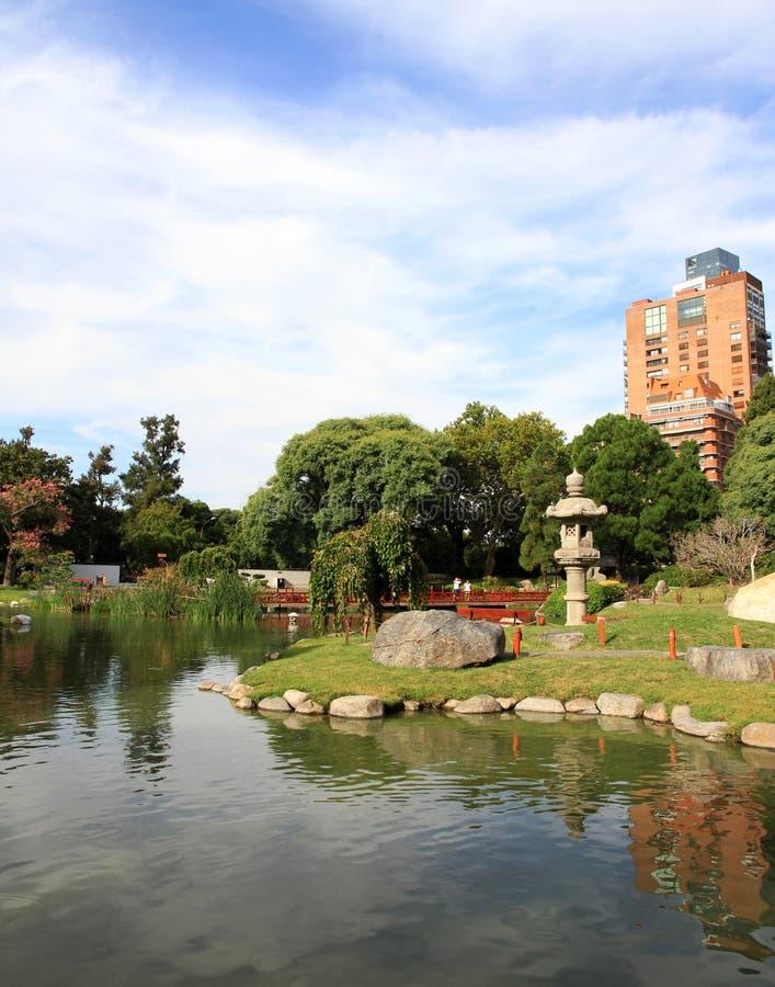 Download путь декоративного сада японский облицовывает поток традиционный река ландшафта Kremlin города отраженное ночой Стоковое Изображение - изображение насчитывающей чисто, сработанность: 41652151