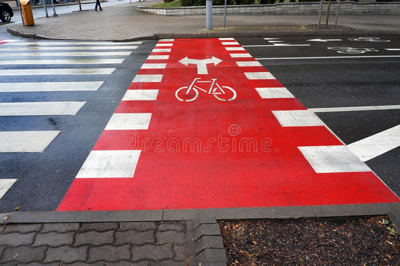 Путь и пешеходный переход велосипеда стоковое изображение rf