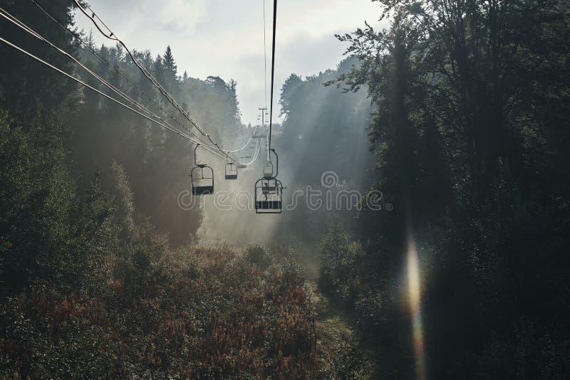 Путь кабеля рано утром стоковое изображение