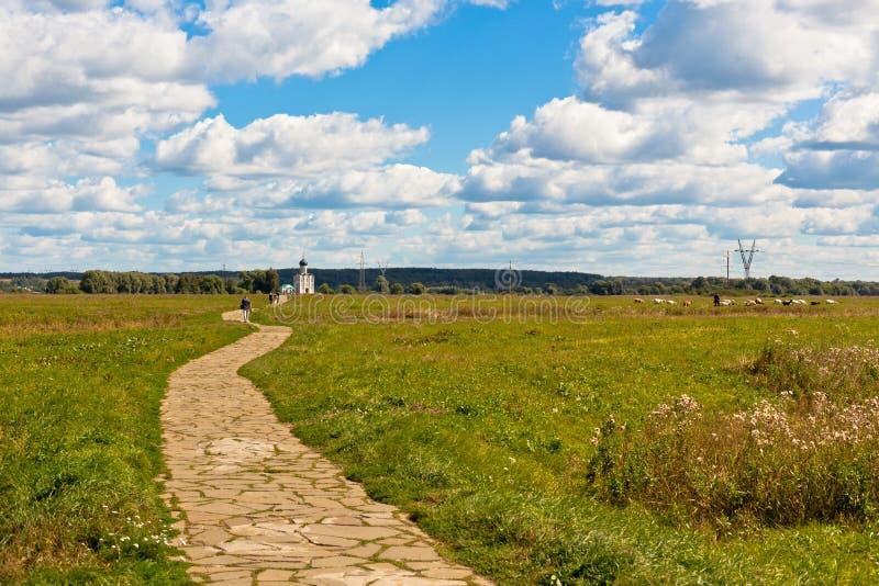 Путь к русской известной церков стоковые фото