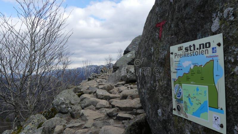 Путь к Preikestolen стоковые фотографии rf