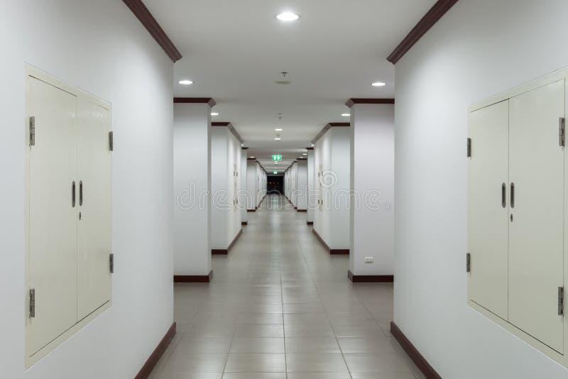 Download Путь прогулки в здании стоковое фото. изображение насчитывающей пол - 41654486