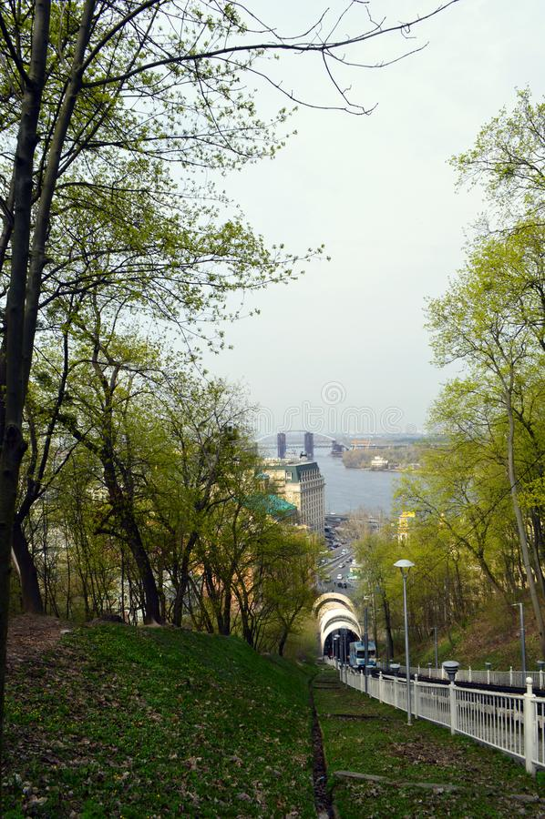 Путь фуникулярного в парке стоковая фотография