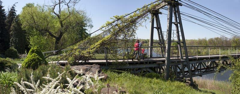 Путь через висячий мост стоковые изображения