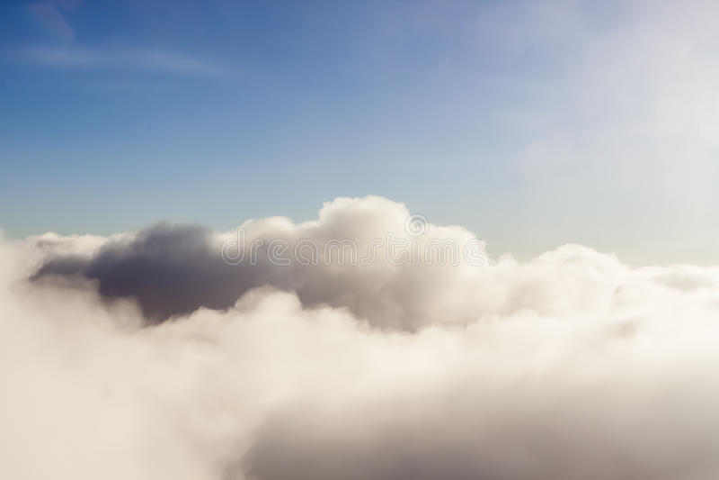 Пушистые облака стоковое изображение rf