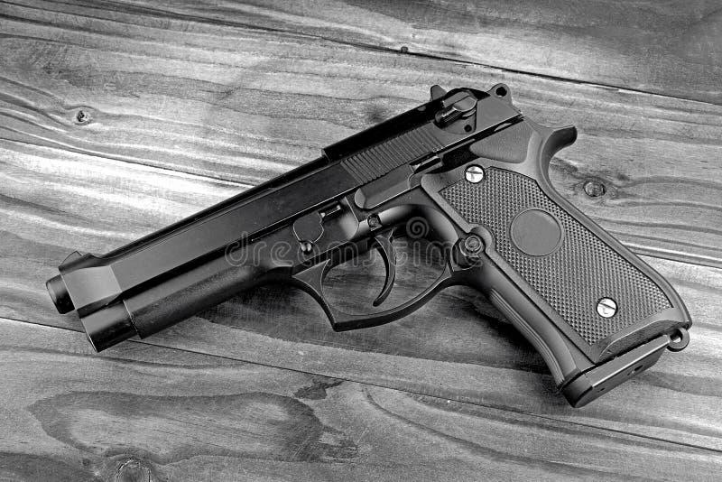 пушка flashligt предпосылки изолировала белизну оружия взгляда самомоднейшего submachine стороны серии mp5 тактическую Самомодней стоковая фотография