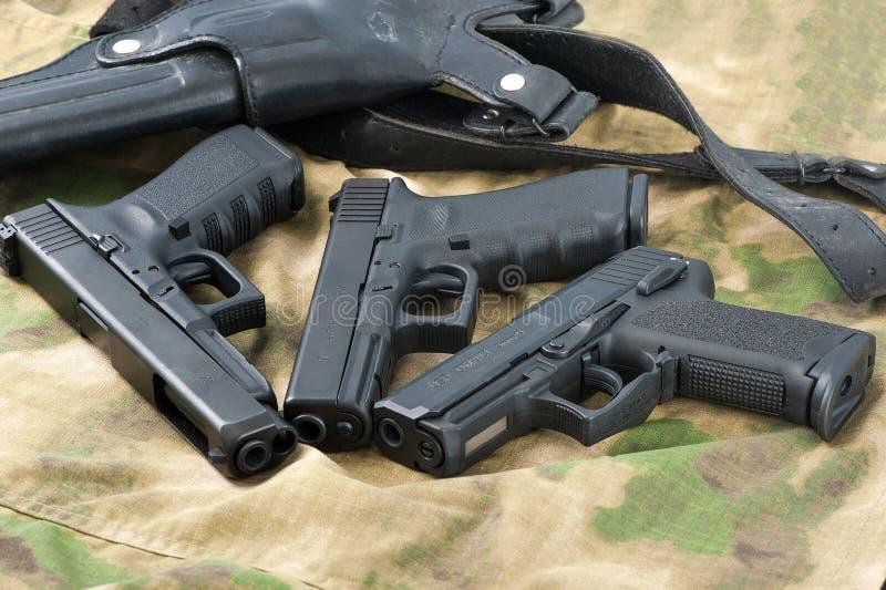 пушки установили стоковое изображение rf