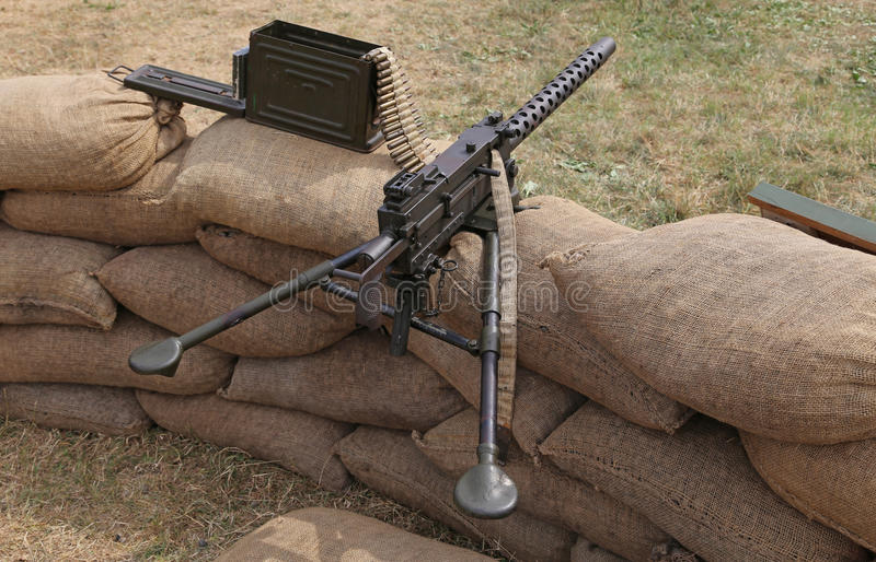 Пулемет с пулями в войне канавы стоковое фото