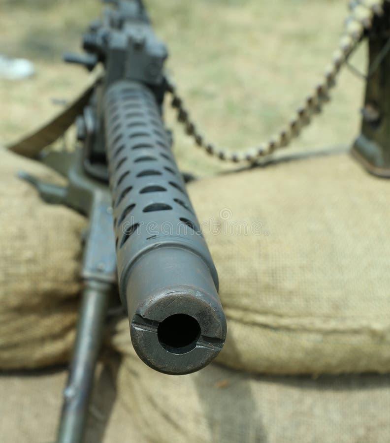 Пулемет с пулями над мешками с песком в позиционной войне мы стоковые фото