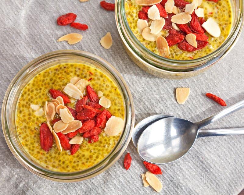 Пудинги семени Chia с шафраном стоковые изображения