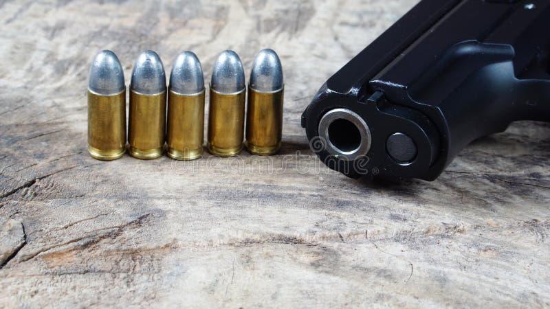 Пули и пушка стоковое фото