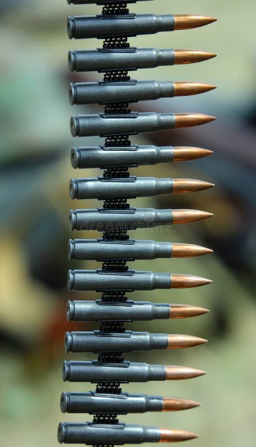 Пули пулемета готовые быть увольнянным во время тренировки войны стоковая фотография