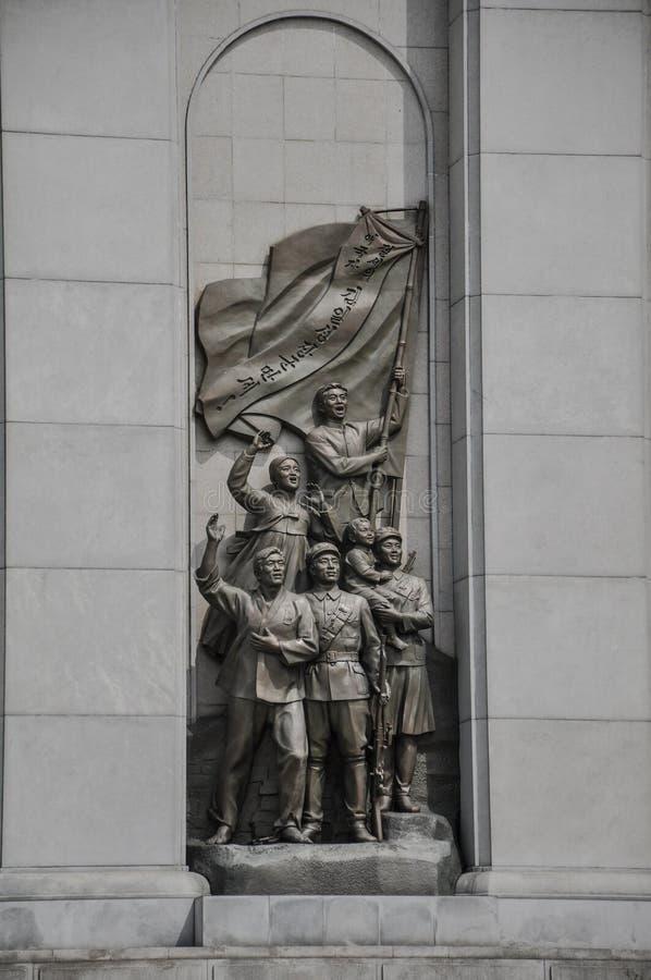 Пхеньян, Север-Корея, 09/08/2018: Коммунистическая форма военного мемориала стиля анти--японская война стоковые фото