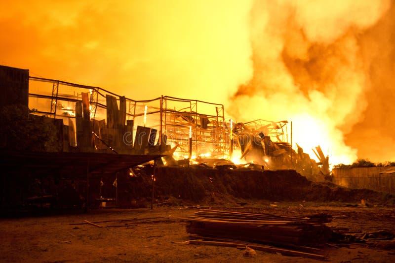Пхукет, ТАИЛАНД 16-ое октября: Огонь в Superstore - уловите огонь в Supe стоковые фотографии rf
