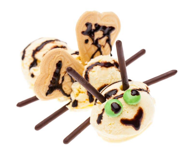 Пчела сделанная из ванильного мороженого с глазами, крыльями и датчиками стоковые фотографии rf