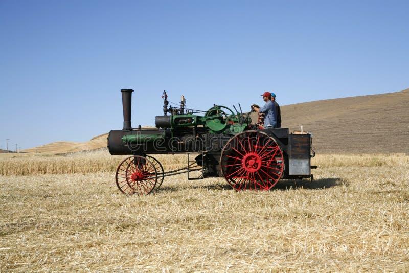 пшеница пара поля двигателя стоковая фотография rf