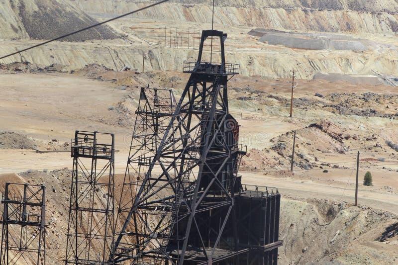 Пылевоздушные деррик-краны медной руды и золота минирования в Butte Монтане стоковые фото
