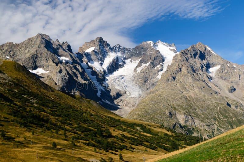 Пышный взгляд на ледниках Ecrins стоковые изображения rf