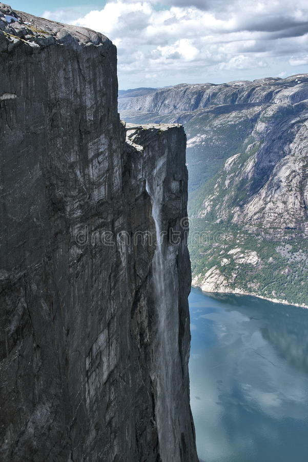 пышный водопад стоковые фото