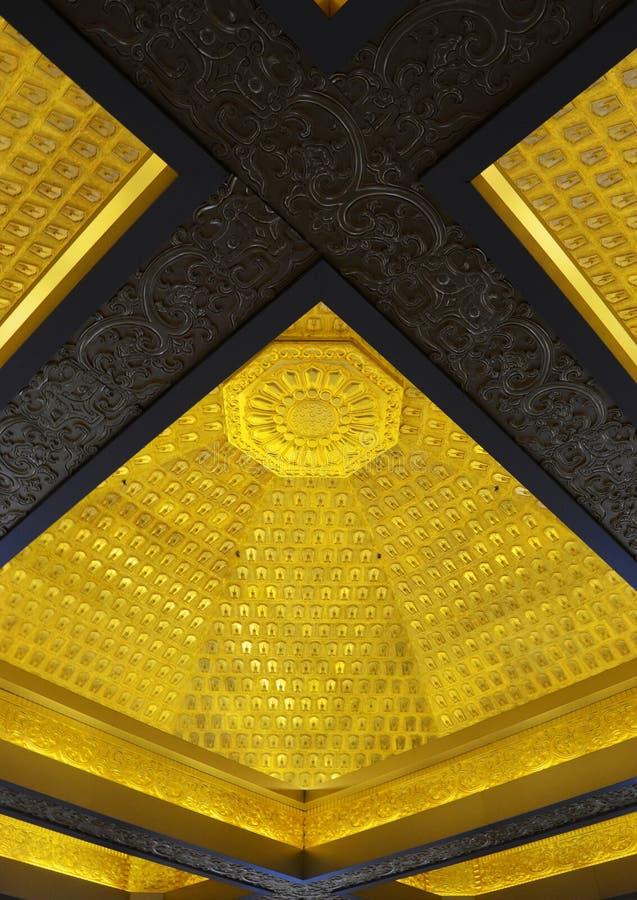 Пышный высекая нутряной потолок стоковые фото