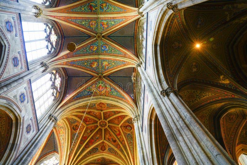 Пышный покрашенный сводчатый потолок стоковые фото