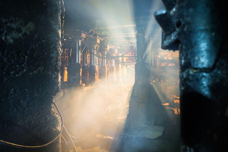 Пыль и дым в угольной шахте стоковые изображения rf