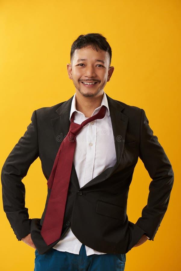 Пьяный корпоративный азиатский парень стоковое фото