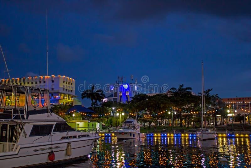 пятидесятая годовщина освещения независимости вокруг причала в Бриджтауне, Барбадос стоковые изображения