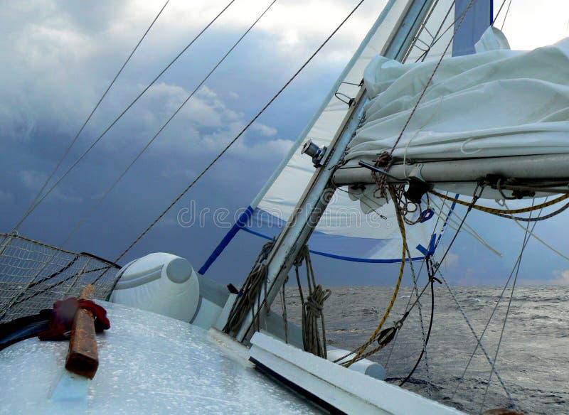 Плавание плохой погоды стоковое изображение