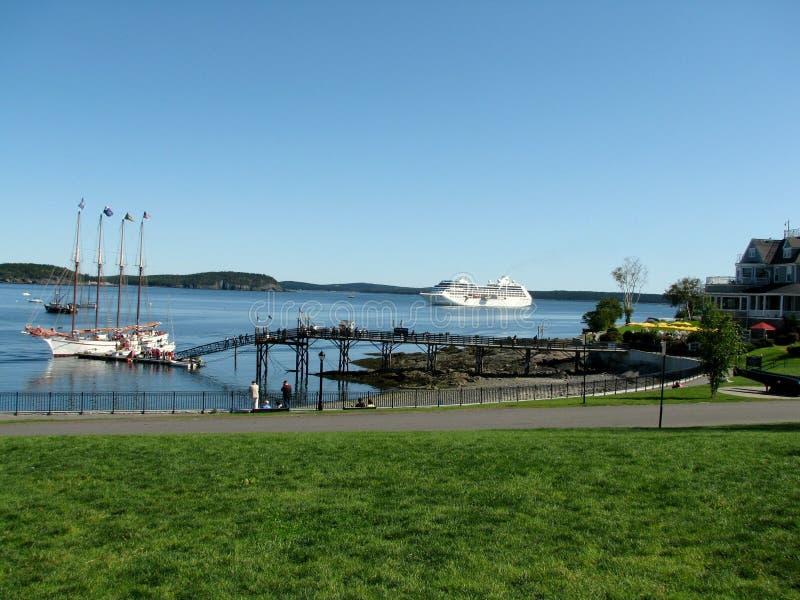 Плавание туристического судна к гавани США бара стоковые фото