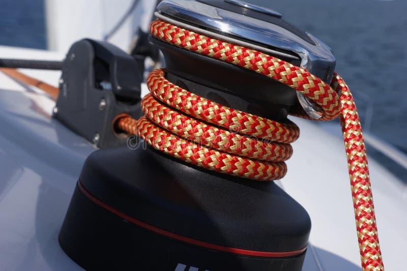 Плавание яхты в видеть стоковые фотографии rf