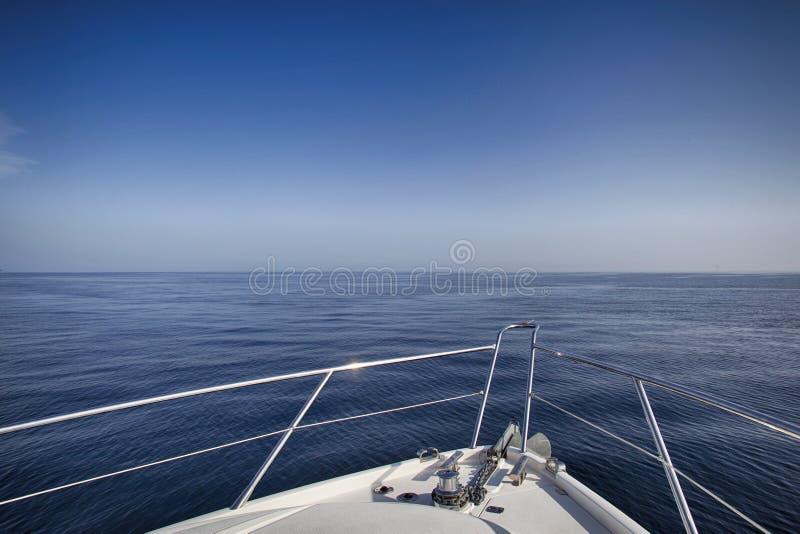 Плавание яхты мотора стоковое изображение
