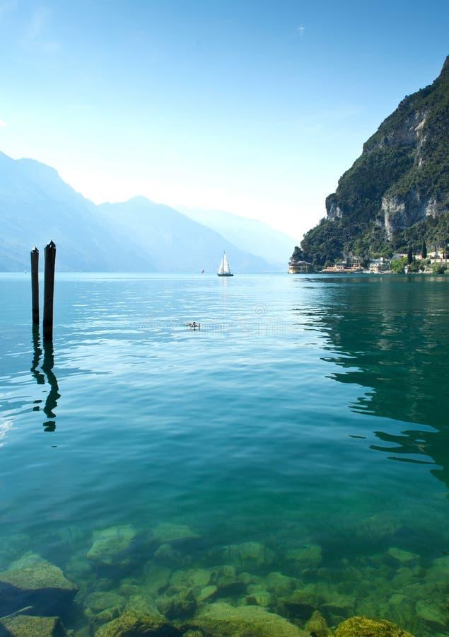 Плавание Garda озера стоковое фото