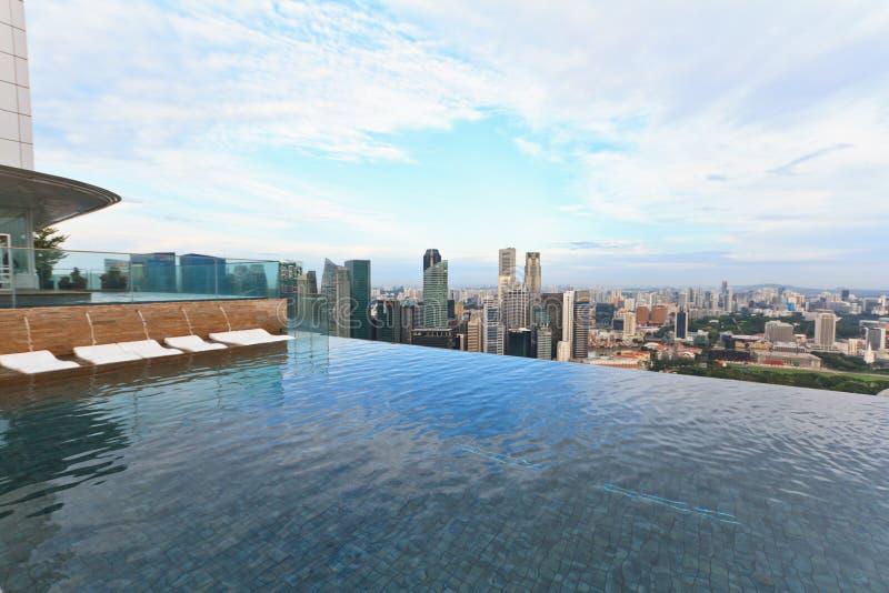 Плавательный бассеин безграничности в Сингапуре стоковые изображения