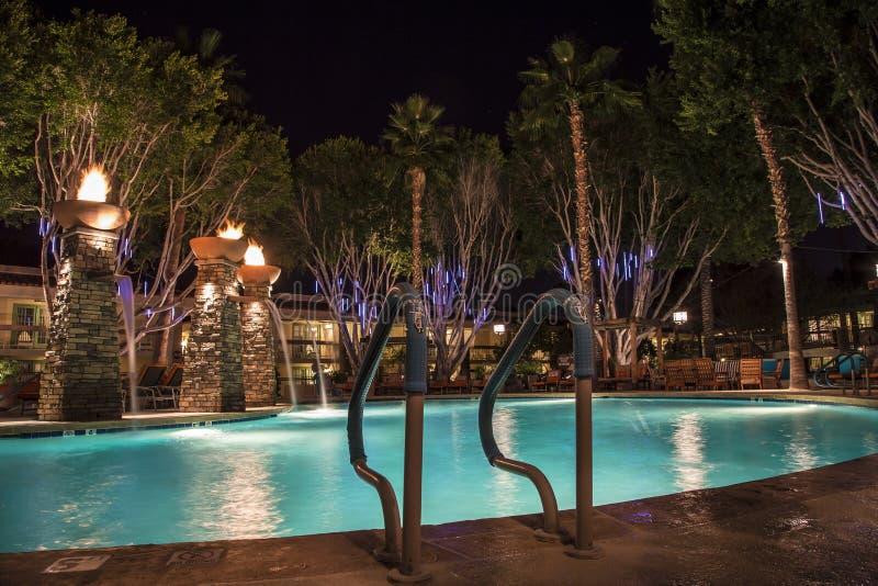 Плавательный бассеин на ноче стоковое фото rf