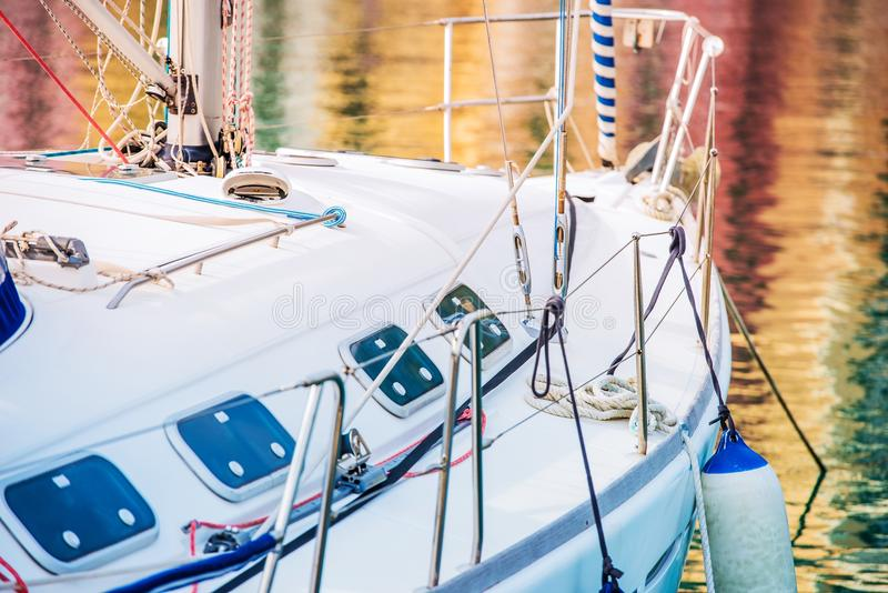 Плавающ на яхте и удящ тема стоковая фотография rf